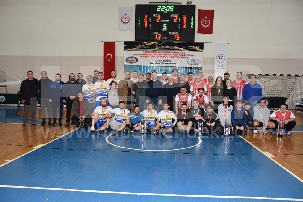 Şampiyon Akyazı Anadolu Lisesi