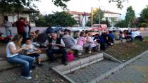CHP Hendek Gençlik Kolları '' Yeryüzü Sofrasıyla'' İftar Verdi